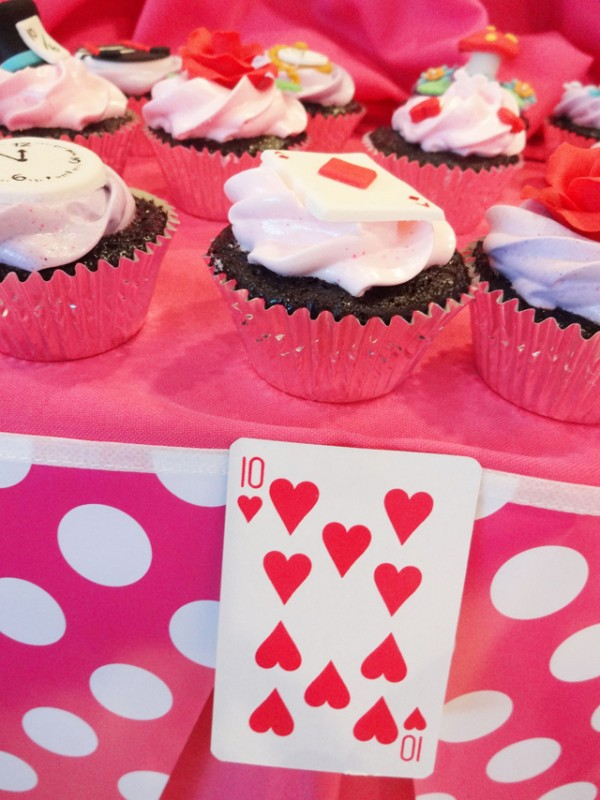 Alice in Wonderland Themed Party - 04